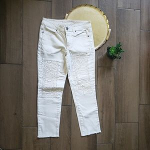 American Eagle cream eyelet skinny jeans 6